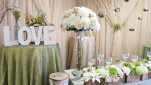 Wedding floral design for head table